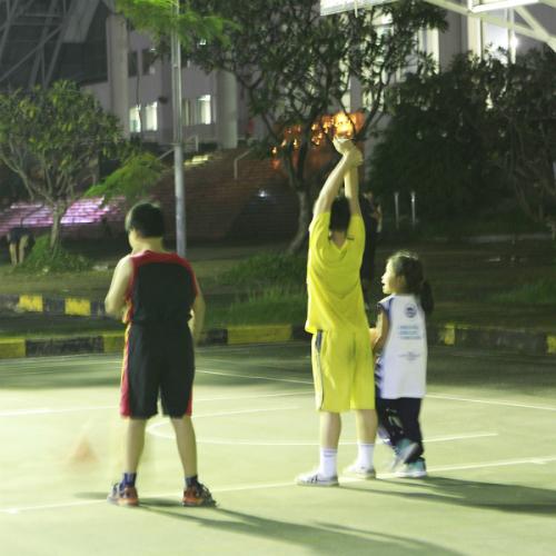 Các con thường xuyên tập bóng rổ để tinh thần thoải mái, cơ thể dẻo dai.