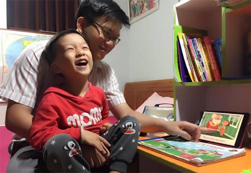 Bố mẹ bé Quang Bình lựa chọn cho Bé một phương pháp tiếng anh tại nhà hiệu quả thông qua ứng dụng Monkey Stories