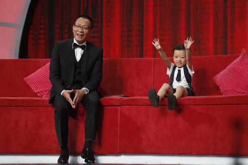 Bé Quang Bình (5 tuổi) xuất hiện
