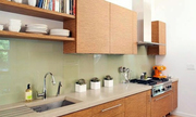 Có nên ốp tường nhà bếp bằng kính cường lực?