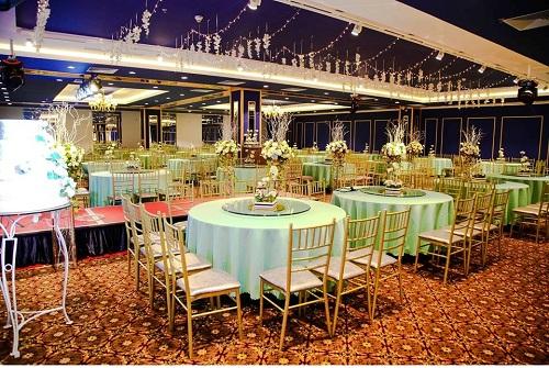 Trang trí tiệc cưới ấn tượng theo phong cách riêng.