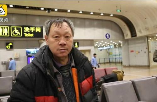 Ông Wei Jianguo, 53 tuổi, ở Bắc Kinh, Trung Quốc, đã bỏ nhà đi từ năm 2008 sau khi cãi nhau với vợ. Từ đó, ông định cư luôn ở sân bay Bắc Kinh, không trở về nhà.