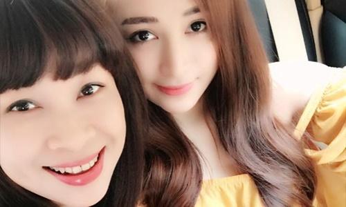 Bà mẹ Lào Cai 46 tuổi thường xuyên bị nhầm là chị của 2 con gái