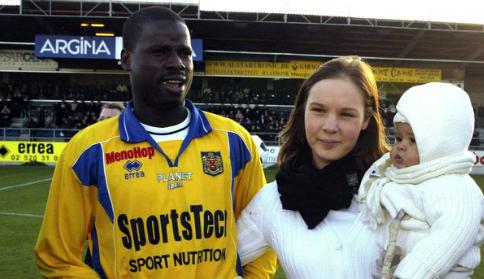 Eboue và vợ thời còn hạnh phúc - Ảnh: Mirror