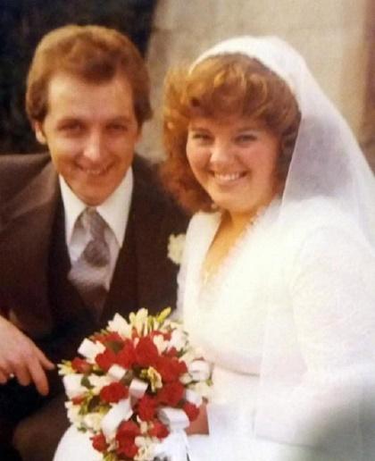 Đám cưới của hai vợ chồng bà Julie năm 1979. Ảnh: The Sun.
