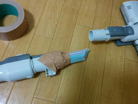 Công dụng bất ngờ của ống hút gắn vào máy hút bụi - 1