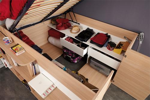 Dưới gầm giường là một kho để đồ thoải mái.