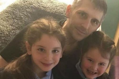 Neil và hai con gái - Ảnh: Mirror