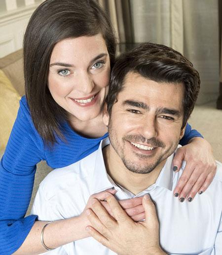 Sau khi đau khổ vì bị lừa, Emma tìm thấy Ronnie thực sự, chính là chàng người mẫu Adam điển trai. Ảnh: Newstral.