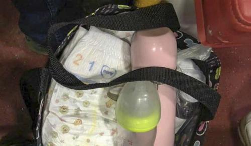 Đồ đạc được đặt cùng bé - Ảnh: SCMP
