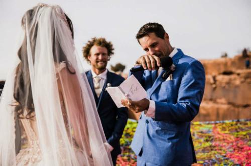 Để tạo nên một đám cưới khác biệt, cặp vợ chồng đã bay từ California tới Utah tổ chức hôn lễ.