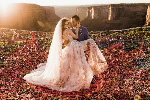 Cô dâu và chú rể nghĩ ra ý tưởng đặc biệt này bởi muốn ngày trọng đại cũng đặc biệt như chuyện tình của họ.