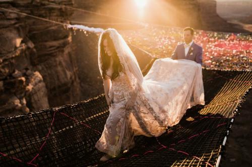 Đám cưới của cặp vợ chồng Kimberly Weglin và Ryan Jenks diễn ra trênsa mạc Moab (Utah) cuối năm 2017.