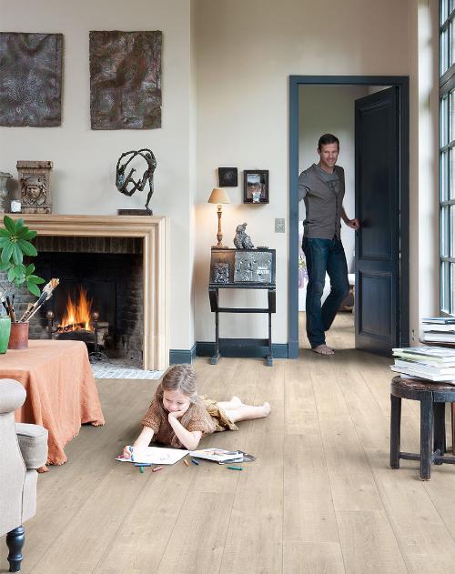 Kết hợp sàn gỗ và nội thất làm rộng căn hộ chung cư 50 m2  - 1