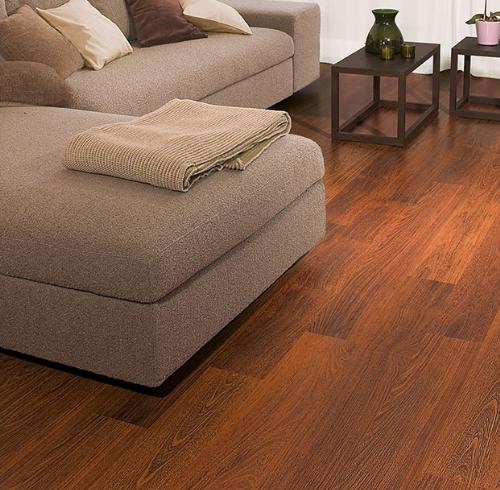 Kết hợp sàn gỗ và nội thất làm rộng căn hộ chung cư 50 m2  - 2