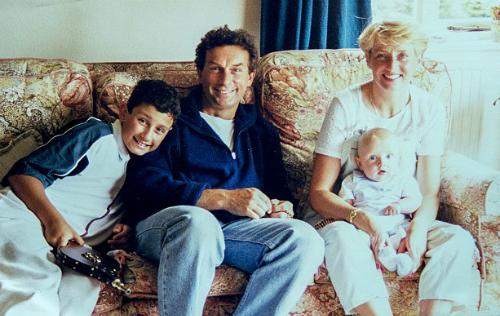 Vợ bị sát hại, người chồng 13 năm gà trống nuôi con nên người - 1