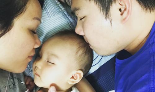 Tammy Nguyen cùng con gái và chồng những ngày còn bên nhau. Anh Dy, chồng cô, đang bị bắt giam và đối mặt với lệnh trục xuất về Việt Nam vì từng chịu án tù vì tội ăn trộm. Ảnh: Theguardian.