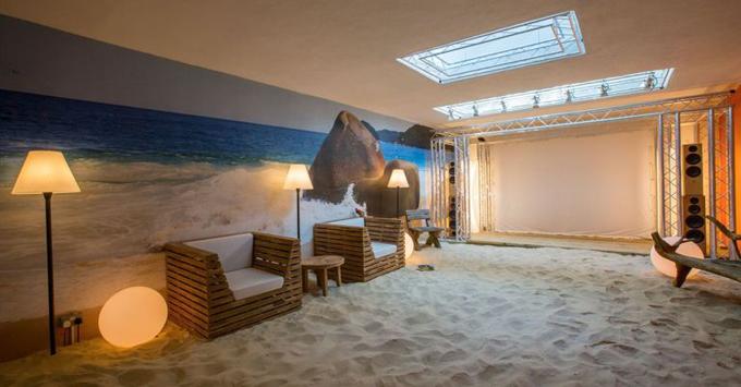 Bãi biển nhiệt đới dài 21m trong ngôi nhà Anh