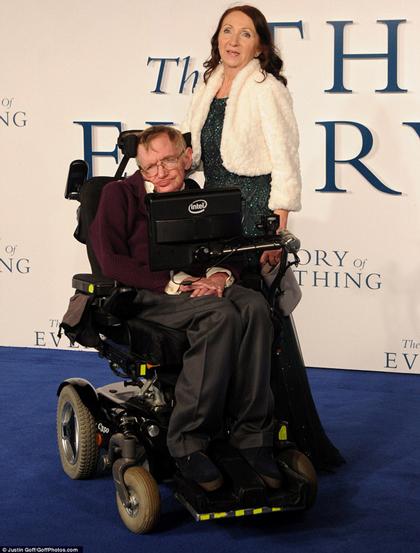 Stephen và người vợ đầu tiên Jane Wilde đến ra mắt bộ phim