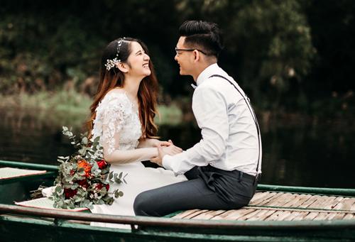 Trong lần chụp ảnh cưới ở Tràng An (Ninh Bình), Ngọc chợt thấy chồng mình giống hệt như mặt hồ trong veo, phẳng lặng.