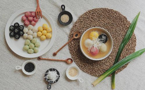 Bánh trôi chay ngũ sắc đón ngày Tết Hàn thực