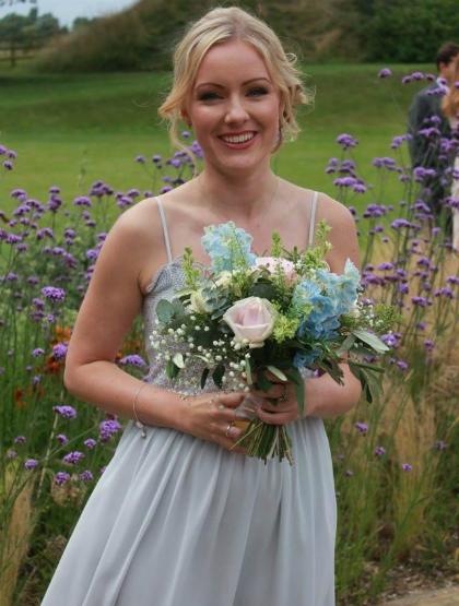 Từng rất thích đến đám cưới nhưng giờ cứ nhìn thấy thiệp mời là Georgina Childs thấy rùng mình vì nghĩ tới khoản chi phí tốn kém.