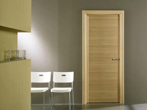Gia đình có thểchọn loại cửa làm bằng gỗ có ngâm dung dịch và sơn chống cháy. Ảnh: Sankalp.