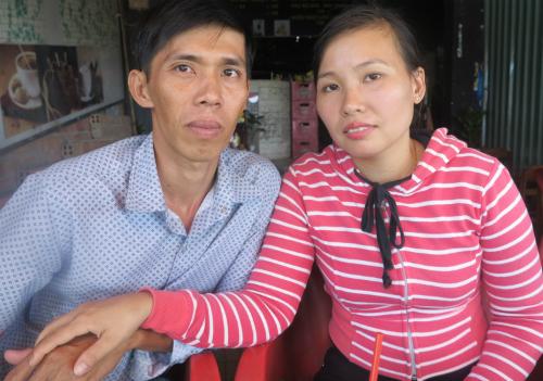 Để chồng được tại ngoại, chị Oanh đã phải chi 85 triệu phí thuê luật sư và hiện nay, họ đang tích cực làm việc để trả hết khoản nợ này và tiếp tục đưa đơn đi kêu oan cho anh Lý. Ảnh: Phan Thân