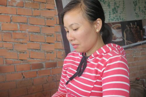 Chị Oanh cho biếtsẽ luôn đồng hành cùng chồng, vì chị tinanh Lý không cướp tài sản. Ảnh: Phan Thân.