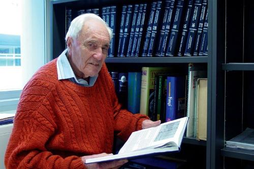 Cụ ông 104 tuổi vượt hơn 14.000 km để được chết - 1