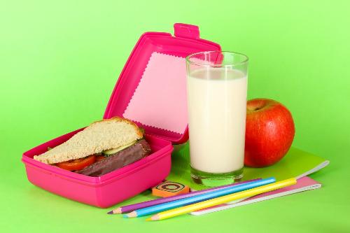2 ly sữa có thể đáp ứng tới 40% nhu cầu protein hàng ngày của trẻ.