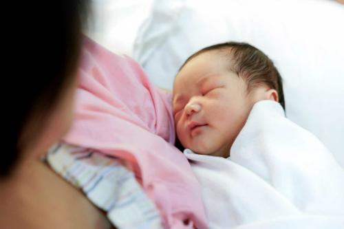 Nhiều gia đình bất chấp khó khăn kinh tế hay sức khỏe để có con trai - Ảnh: Readers Digest