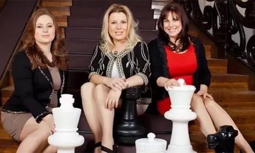 3 chị em nhà Polgar (từ trái qua): Judith, Susan and Sophia.