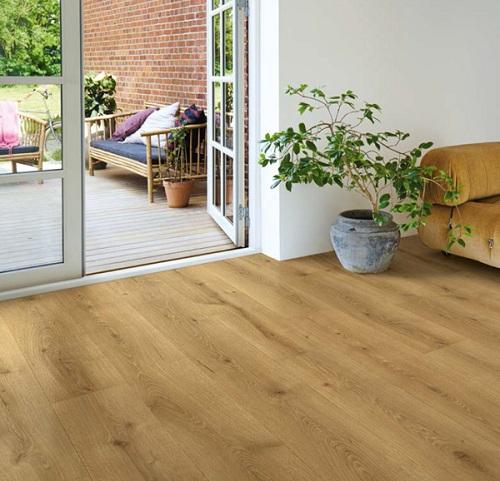 Sàn gỗ Pergo mang lại vẻ đẹp hiện đại, phù hợp cho nhiều không gian.
