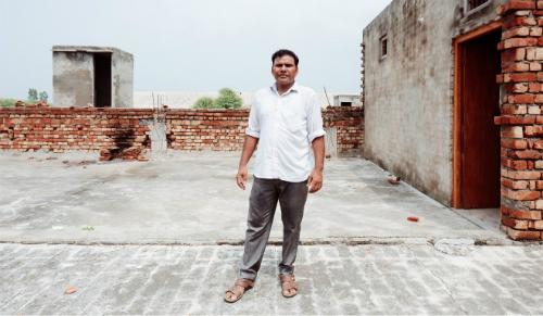 Anh Suresh cảm thấy nghẹt thở vì ở tuôit 35 không còn tìm được vợ nữa.