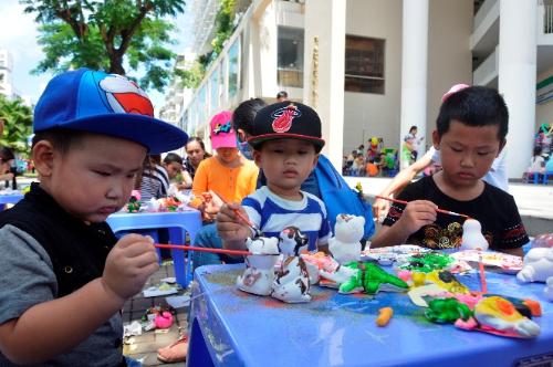 Ngoài các trò chơi vận động, các bé còn được khuyến khích thể hiệnkhả năng sáng tạo, nghệ thuật, tài năng trong ngày hội.Đăng ký tham dự: 0943000350 - máy lẻ 961 hoặc Email.
