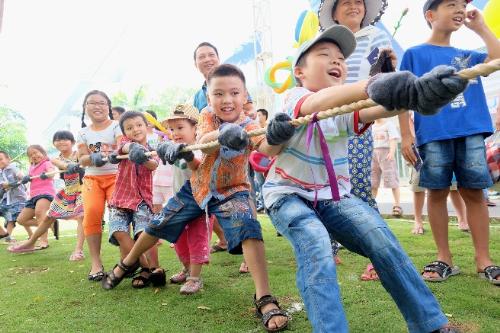 Đến ngày hội, các bé được thỏa sức tham gia các trò chơi trí tuệ, truyền thống và hiện đại, nhằm phát triển toàn diện kỹ năng sống.