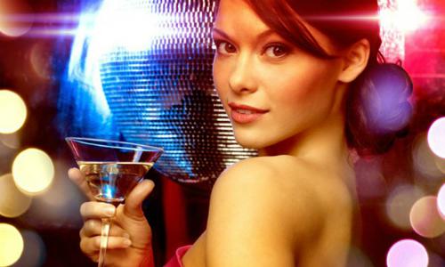 Lý do người vợ thành đạt thuê người đóng giả chồng cùng đi tiệc