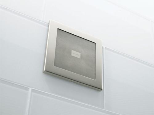 Loa chống nước: Bạn có thể nghe nhạc mà không lo thiết bị bị hư hỏng, giật điện do nước bắn vào.