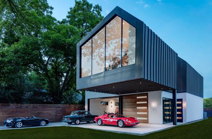 Biệt thự dành một nửa diện tích để bày xe ôtô