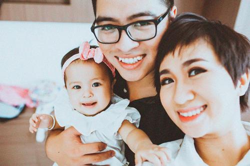 Đôi vợ chồng và con gái. Ảnh: NVCC.