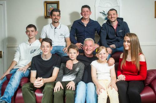 Ông bố nuôi 8 con dễ dàng nhờ quy tắc vợ để lại trước lúc qua đời