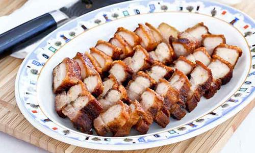 Bí quyết làm thịt heo giòn bì ngay trong chảo