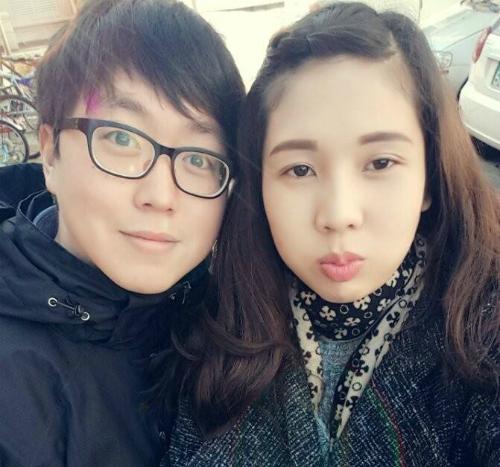 Từ chỗ ghét cô gái không thèm cười khi mình bày trò, anh Choi đâm ra chú ý tới cô.