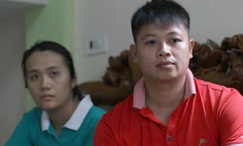 Anh Sơn và chị Hiền, người đã nuôi bé con của chị Hương 6 năm qua. Ảnh: Phan Dương.
