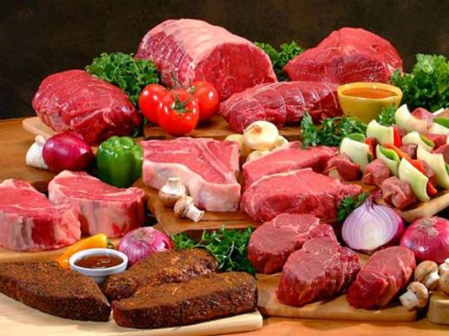 Người bịsỏi uric cần hạn chế ăn nhiều đạm động vật.