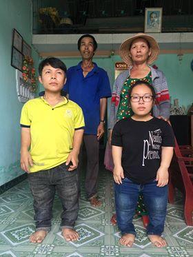 Hai người con - trai cao 1,2 mét, gái cao 1 mét là tài sản lớn nhất của bà Văn đến bây giờ.