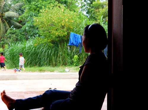Từ khi được chính quyền làm cho ngôi nhà, mẹ con chị Cậy yên tâm vì đã có chỗ che mưa nắng.