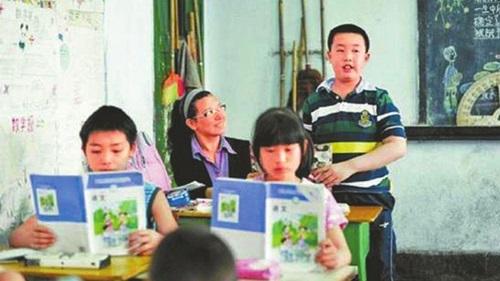 Chị Pang cùng con đến lớp hơn 10 năm để giúp con học tập, hòa nhập bạn bè. Ảnh: SMCP.