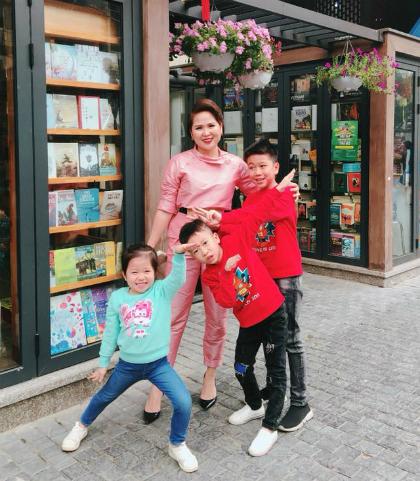 Nữ giám đốc Hà Nội bắt con tự kiếm tiền mua điện thoại, xe đạp